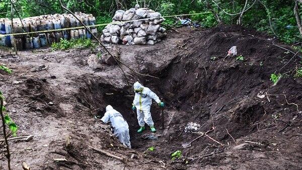 Enterrados encontraron los bidones y los costales con droga líquida y sólida