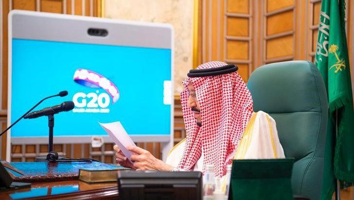 Foto del jueves del rey saudí Salman bin Abdulaziz hablando en la videoconferencia del G-20 en Riad.  Mar 26, 2020. Bandar Algaloud/Courtesy of Saudi Royal Court/Handout via REUTERS ATENCION EDITORES - ESTA IMAGEN FUE PROVISTA POR UNA TERCERA PARTE