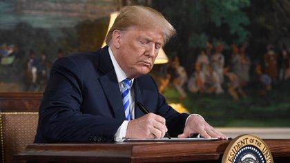 Donald Trump aplicó nuevas sanciones contra el régimen chavista (AFP)