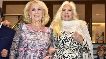 Mirtha y Susana juntas en el foyer del emblemático Teatro Tronador que este jueves volvió a abrir sus puertas