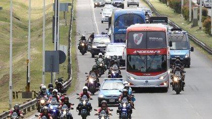 Desde River aseguran que el operativo de seguridad que se llevará a cabo para la llegada del plantel a la Bombonera será cinematográfico (Foto EFE)