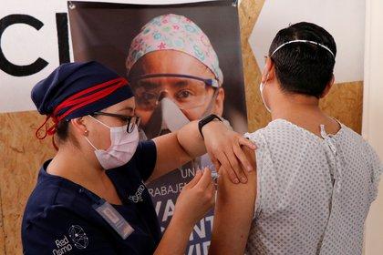 En total, la entidad contará con 1,000 pruebas de este ensayo clínico fase 3 (Foto: REUTERS/Jorge Luis Plata)