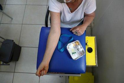 FOTO DE ARCHIVO: Ensayo clínico de Johnson & Johnson para la vacuna COVID-19 en el área de Colina, Santiago de Chile. Iván Alvarado / Reuters