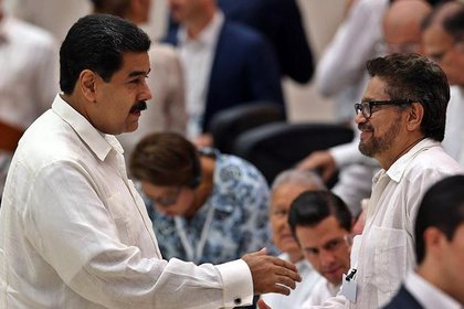 Nicolás Maduro e Iván Márquez, uno de los disidentes de las FARC que rompió el acuerdo de paz en Colombia (EFE)