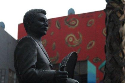El 12 de abril 1966 fue admitido en la Clínica Santa Elena en la Ciudad de México, debido a problemas con su vesícula biliar, se sometió a una cirugía al día siguiente pero murió de complicaciones el 19 de abril de 1966 a la edad de 34 años