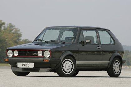 Las líneas rojas y el GTI en la parrilla: dos reconocidos emblemas del modelo (Volkswagen)