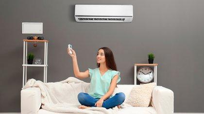El gobernador bonaerense anunció que estará prohibido el uso de aire acondicionado en los alojamientos de la Provincia