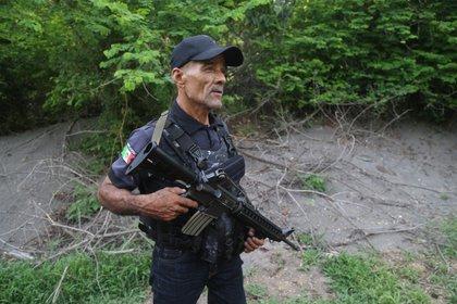 El pasado domingo 28 de julio, Arturo Rocha ex autodefensa esperaba el autobús para trasladarse a la ciudad de Morelia a capacitarse y certificarse como policía municipal de Coahuayana, sin embargo, fue asesinado a balazos y que formaba parte de las autodefensas de Michoacán fundadas en ese municipio en el año del 2014. (Foto: Cuartoscuro)