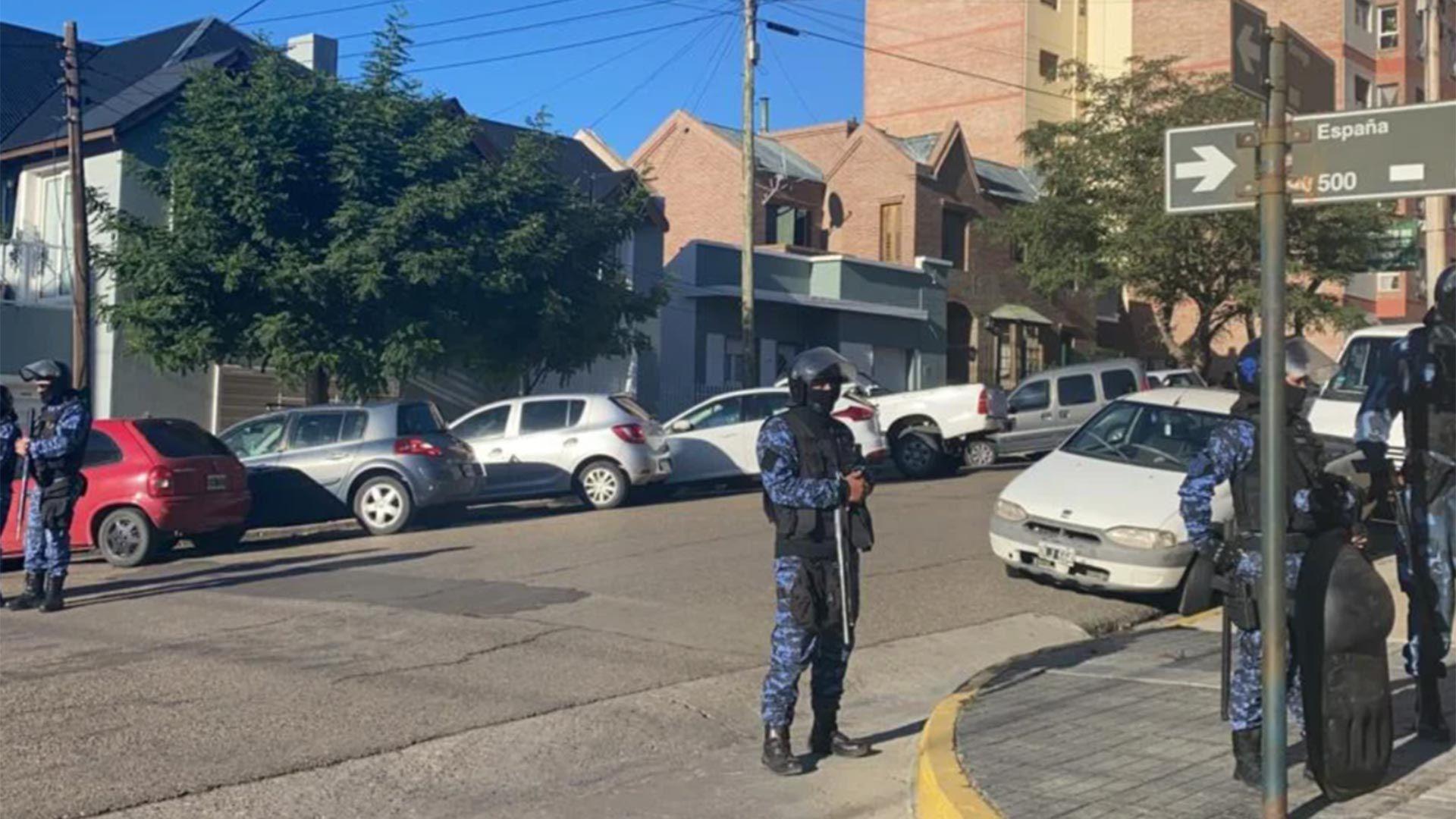 Allanamiento en la sede de Camioneros de Comodoro Rivadavia robo sputnik v
