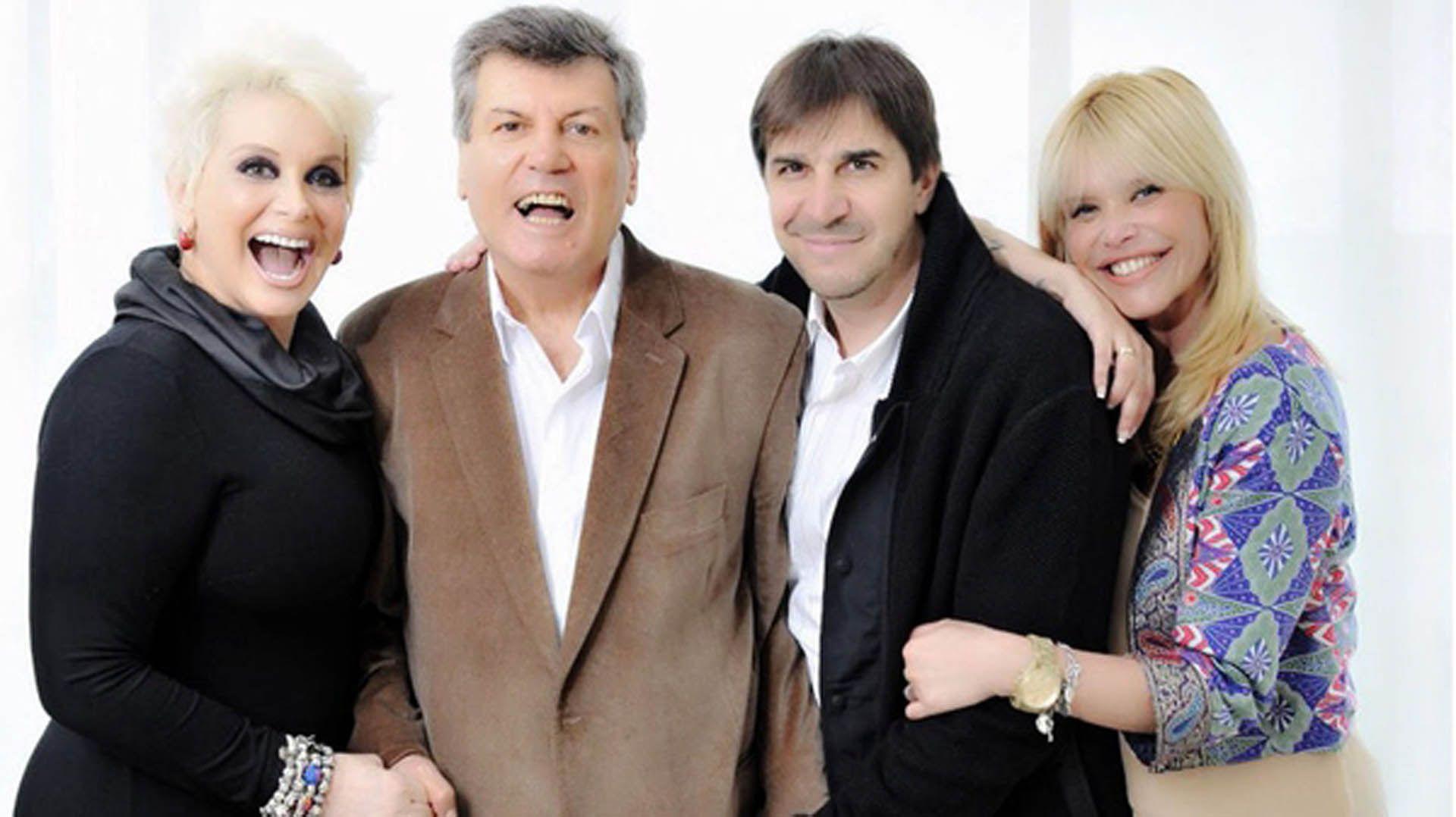 """Carlín con Nazarena Vélez, Carmen Barbieri y su amigo Javier Faroni. El actor hizo una breve participación en la obra """"Leona"""""""