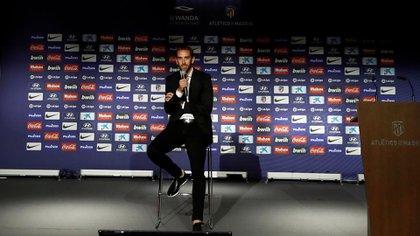 Entre lágrimas, Godín hizo oficial que se va del Atlético Madrid después de nueve años (Reuters)