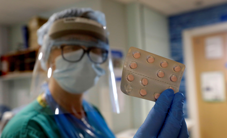 Los científicos continúan explorando el uso de vitaminas y suplementos en el tratamiento del nuevo coronavirus (REUTERS)