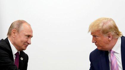Los presidentes Putin y Trump durante una reunión bilateral en el marco de la cumbre del G-20  en Osaka, Japón, en 2019.  REUTERS/Kevin Lamarque.