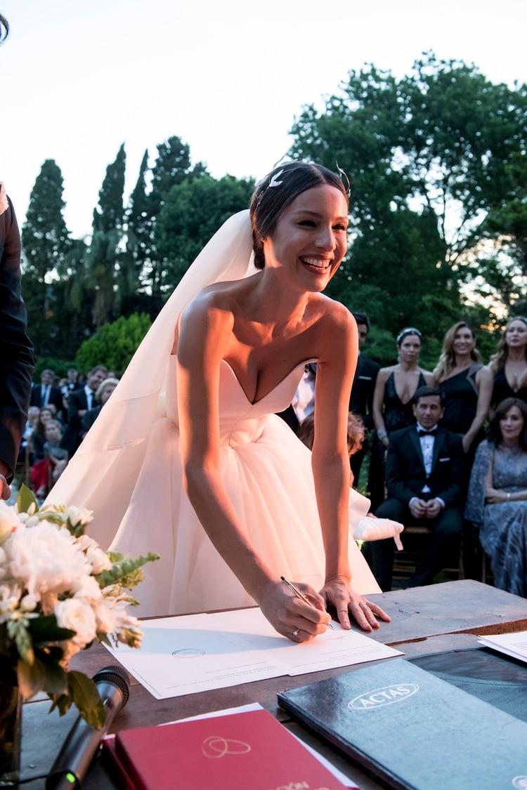 Pampita, oficialmente casada