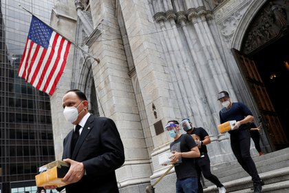 Service in St. Patrick's Cathedral to bless the ashes of the Mexicans who have died during the outbreak of the disease coronavírica but who might not have the mass or the burial, funeral, in Manhattan, New York, USA, on 11. July 2020 (REUTERS)