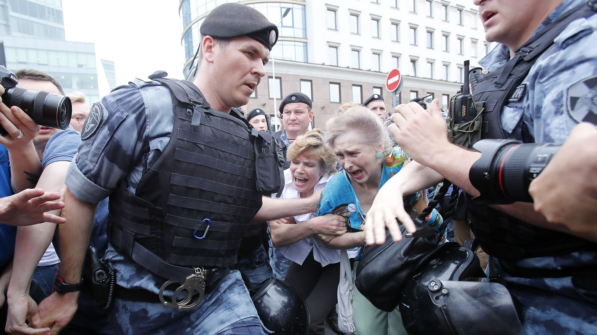 Hasta el momento se han reportado 94 manifestantes arrestados (Reuters)