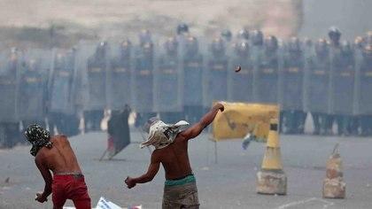 La Guardia Nacional reprimió la ayuda humanitaria donada por la comunidad internacional(REUTERS/Ricardo Moraes)