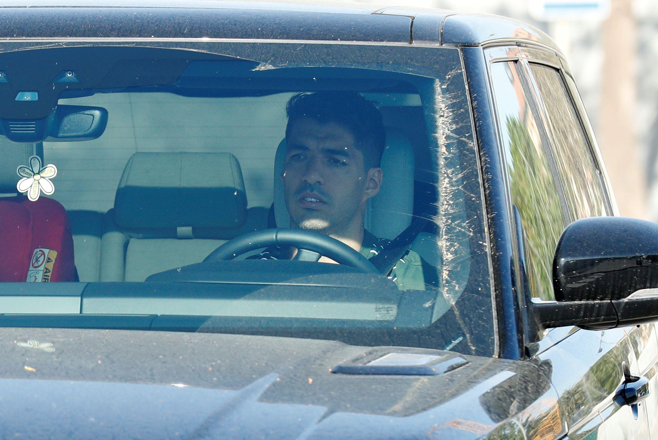 Luis Suárez ya se sometió al test de coronavirus en el club - REUTERS/Albert Gea