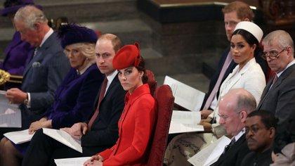 La familia real británica con los duques de Sussex en una de los últimos compromisos de Harry y Meghan con la corona (Reuters)