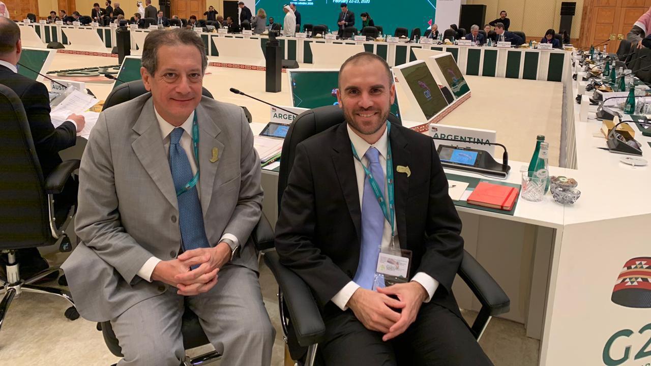 Miguel Pesce, titular del Banco Central, y Martín Guzmán, ministro de Economía, durante una reunión del G20 en Arabia Saudita