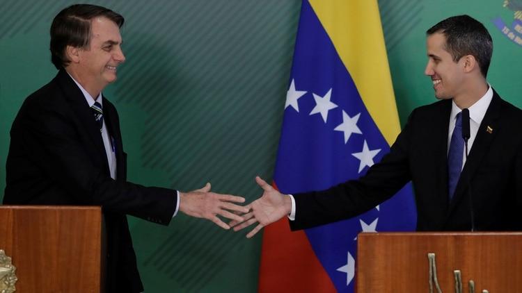 Bolsonaro recibió a Guaidó, a quien reconoce presidente legítimo de Venezuela, en Brasilia (Reuters)