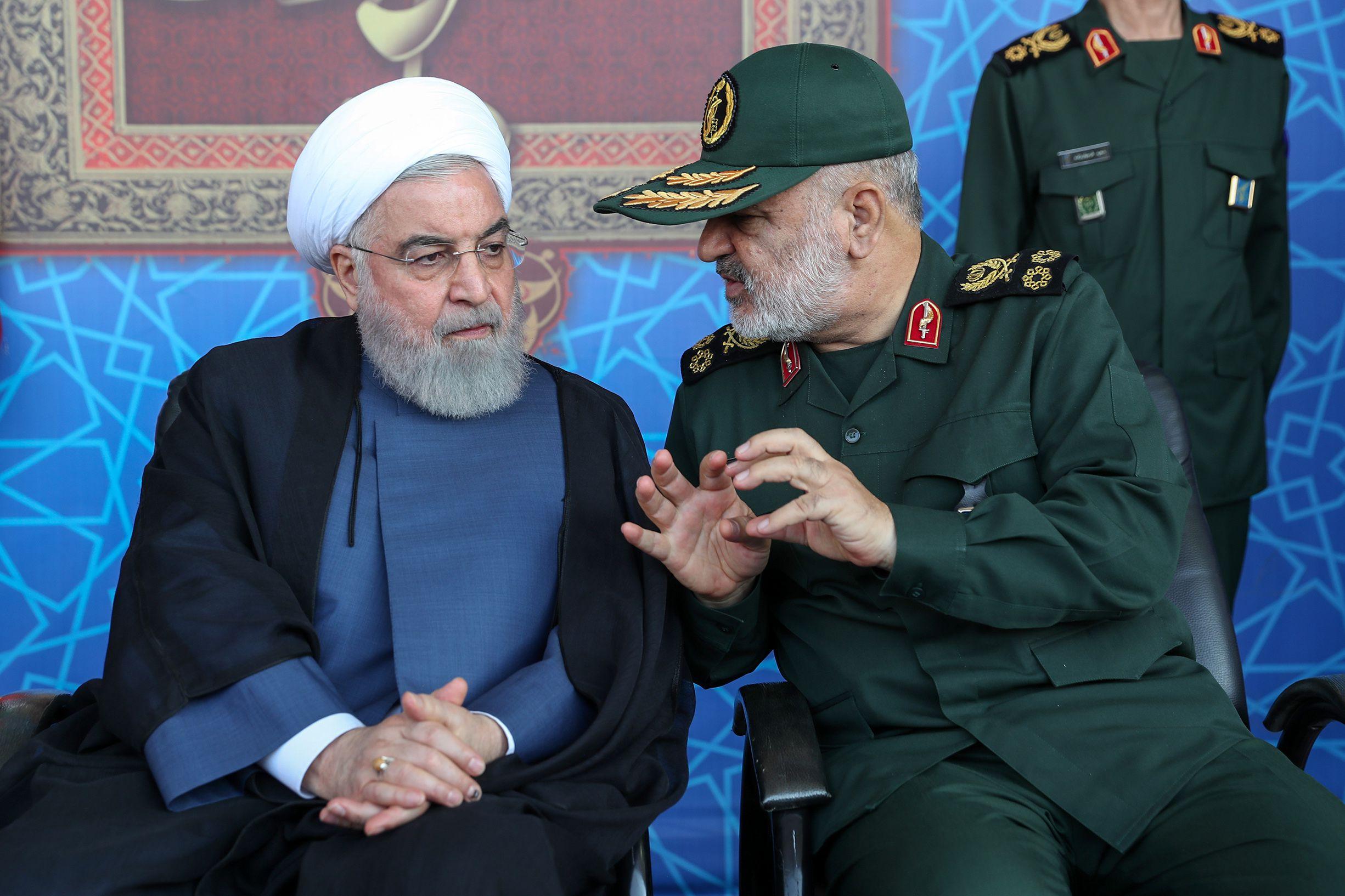 Al acto asistieron junto a Rohani el secretario del Consejo Supremo de Seguridad Nacional iraní, Ali Shamjani; el jefe de Estado Mayor de las Fuerzas Armadas, Mohamad Baqeri, y el comandante en jefe de la Guardia Revolucionaria, Hossein Salami