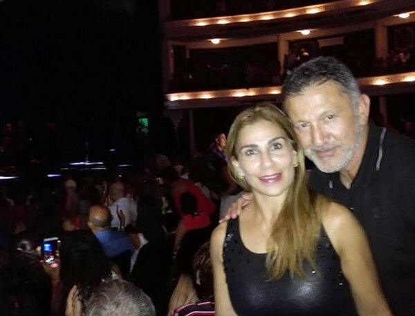 Juan Carlos Osorio (DT de México), su mujer Julieth Ceballos