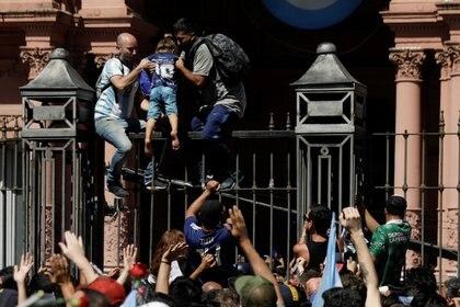 Los incidentes tuvieron lugar en la puerta de la Cas Rosada ( REUTERS/Ricardo Moraes)