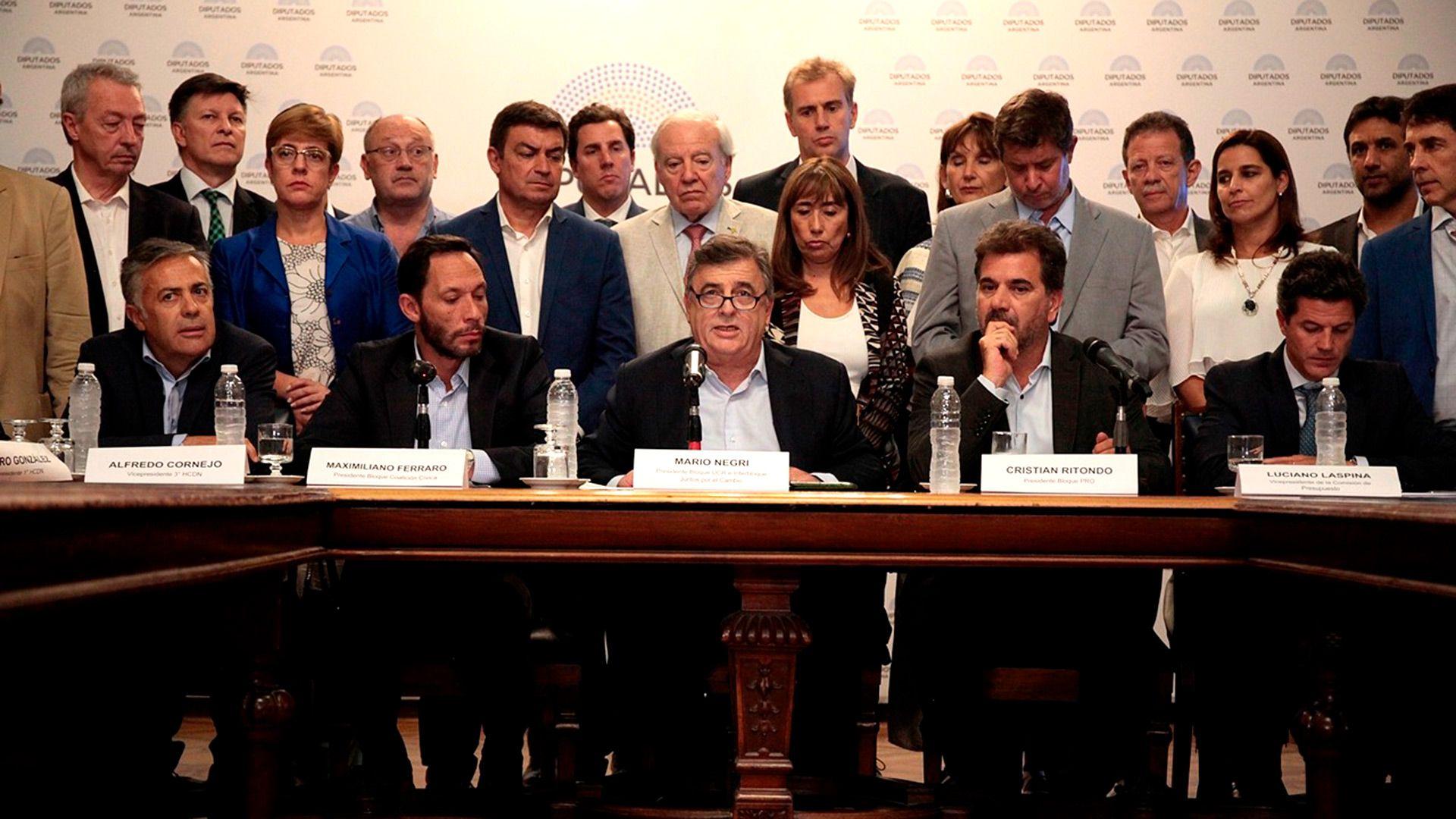 Las autoridades del interbloque de Juntos por el Cambio se reunirán el martes de manera presencial en el Congreso
