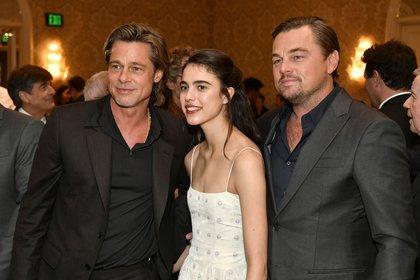 Brad Pitt, Margaret Qualley, y Leonardo DiCaprio en la gala anual de los AFI Awards en el Four Seasons Hotel Los Ángeles, en Beverly Hills (Frazer Harrison/Getty Images for AFI/AFP)