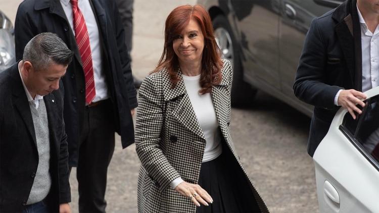 La expresidenta y candidata a vicepresidenta por Unidad Ciudadana en su llegada a los tribunales de Comodoro Py (Adrián Escandar)