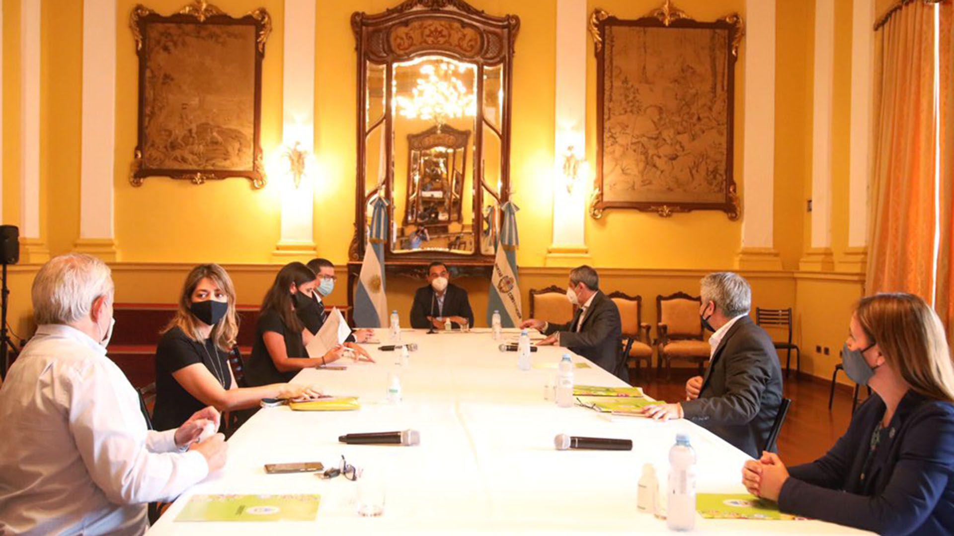 Gustavo Valdés con diputados de Juntos por el Cambio
