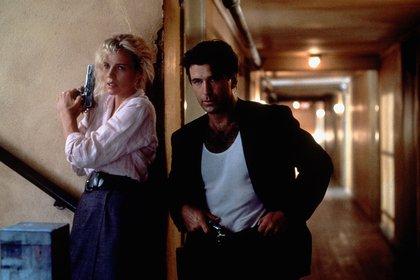 """Kim Basinger y Alec Baldwin en """"The Getaway"""" (1994), Durante años fueronuna de las parejas más glamurosas del cine. Todo terminó con una mediática batalla legal por la custodia de su única hija, Ireland"""