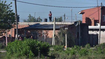 Algunos propietarios y la firma Bellaco S.A, el juez de Garantías de La Plata, con asiento en Cañuelas, Martín Rizzo, postergó en dos oportunidades el desalojo, a pedido del Gobierno provincial que inició un proceso de diálogo con los ocupantes.