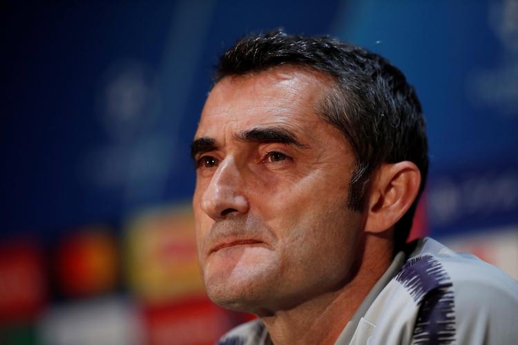 Ernesto Valverde tuvo un irregular comienzo de temporada y la dirigencia de Barcelona piensa en un reemplazante (Reuters/Lee Smith)