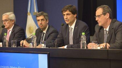 El nuevo ministro de Hacienda, Hernán Lacunza, y su equipo de colaboradores se comprometió a monitorear el impacto neto de las medidas tributarias en todo el país (Gustavo Gavotti)