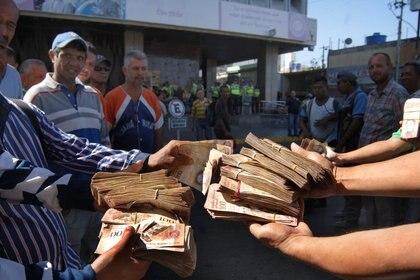 Billetes venezolanos. EFE/ HUMBERTO MATHEUS