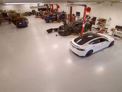 Una instalación de Tesla vista a través de una cámara Verkada. Tillie Kottmann
