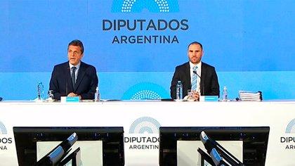 El ministro de Economía, Martín Guzmán, y el presidente de la Cámara de Diputados, Sergio Massa, durante la presentación del proyecto de Presupuesto 2021