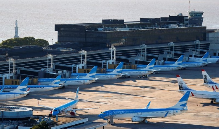 Los vuelos en la Argentina se reanudarán a partir del 1 de septiembre (Reuters)