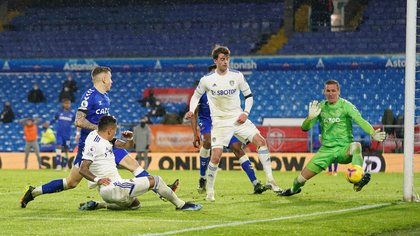 Soccer Football - Premier League - Leeds United v Everton - Elland Road, Leeds, Britain - February 3, 2021 Everton's Robin Olsen saves a shot from Leeds United's Raphinha Pool via REUTERS/Jon Super EDITORIAL USE ONLY. No use with unauthorized audio, video, data, fixture lists, club/league logos or 'live' services. Online in-match use limited to 75 images, no video emulation. No use in betting, games or single club /league/player publications.  Please contact your account representative for further details.