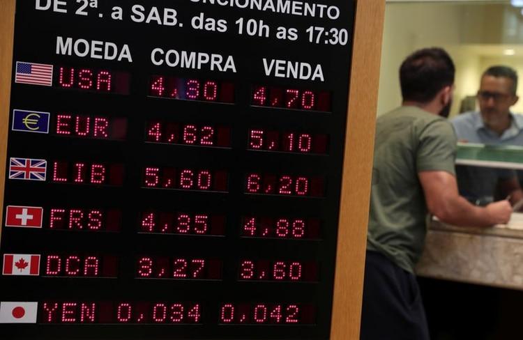 El dólar en Brasil experimenta un alza de 15,9% en lo que va de 2020. (Reuters)
