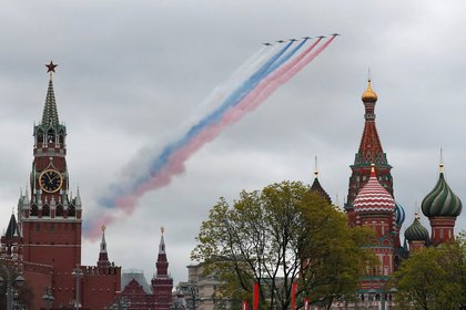 Los aviones sobre el Kremlin y la Catedral (Reuters)