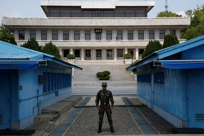 North Korean troops guard the Joint Security Zone (JSA) of the demilitarized zone (DMZ) in Panmunjom town of Paju, South Korea.  EFE / Jeon Heon-kyun / Collection