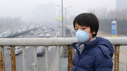 Según la OMS, una de cada nueve personas muere por condiciones relativas a la contaminación atmosférica (iStock)