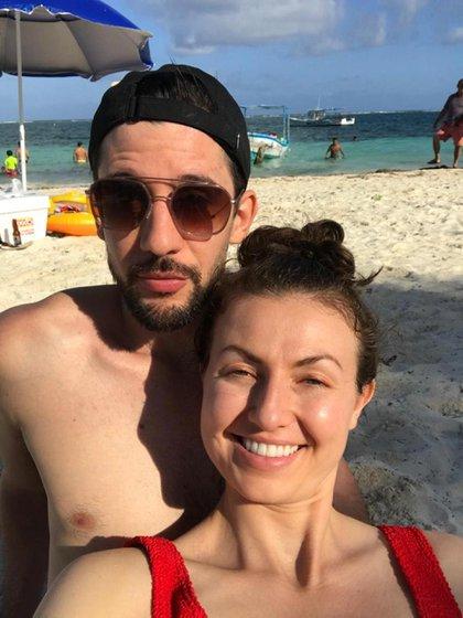 Leandro Olmos y su novia, Morgan Kennedy en Cancún