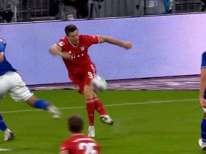 La asistencia de rabona de Lewandowski en la goleada del Bayern Múnich