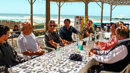 Macri y Yeza junto a Hernán Lombardi y un grupo de concejales de Pinamar
