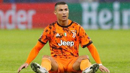 Cristiano Ronaldo tiene chances de ser transferido a otro club (REUTERS/Bernadett Szabo)