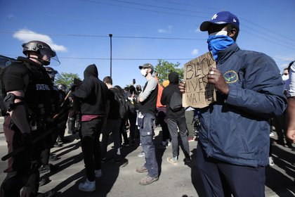 Protesters face off with Minnesota State Troopers in an area of destroyed businesses during a fourth day of protests over the arrest of George Floyd, who later died in police custody, in Minneapolis, Minnesota, USA, 29 May 2020. EFE/EPA/TANNEN MAURY